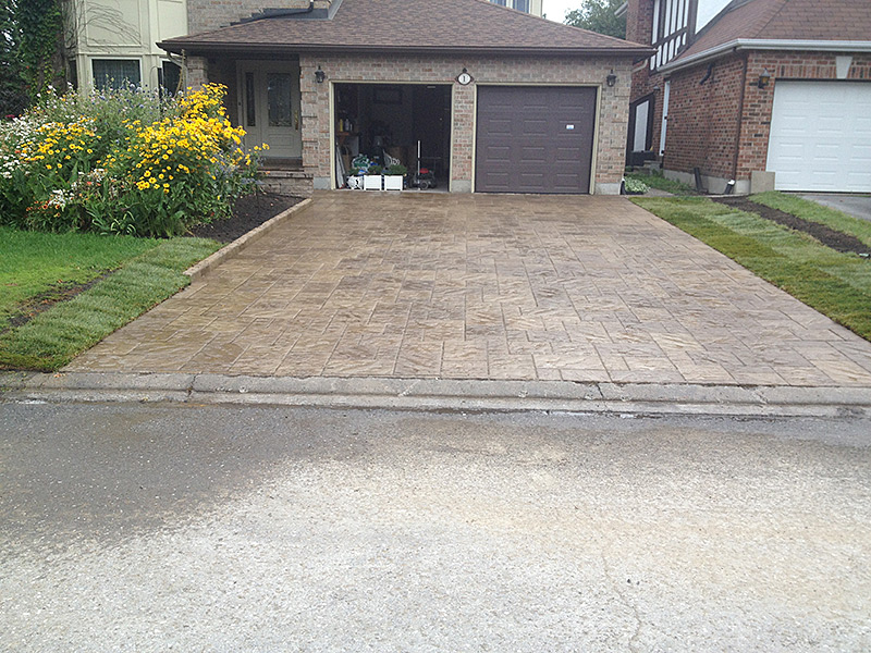 Driveway Interlock and Landscaping